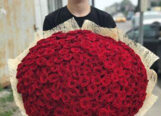 Доставка букетов роз по Москве и Московской области
